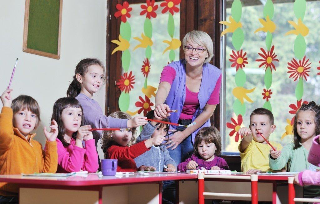 8 марта в школе: идеи оформления, подарков, сценарии - фото 1 | 4Party